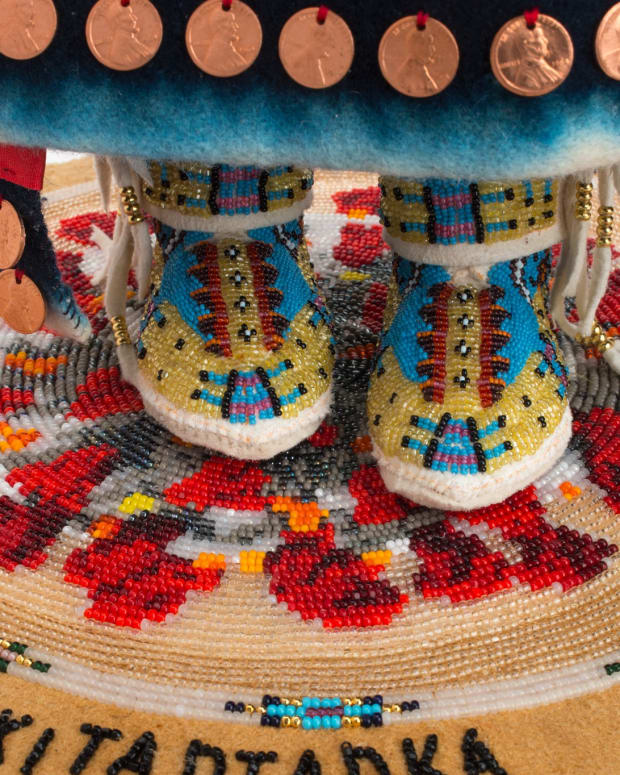 "Juanita Growing Thunder Fogarty (Assiniboine/Sioux) won Best of Show in the 2021 Juried Competition at the Heard Museum Guild Indian Fair and Market. This work is titled ""Wakitagka (Strong-Willed) Pandemic Survivalist."" (Photo courtesy of Heard Museum social media)"