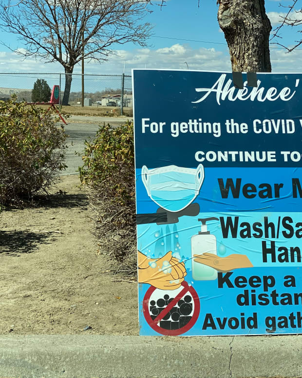 """""""Ahéhee' (thank you) for getting the COVID vaccine"""" sign at a COVID-19 vaccine community event on March 17, 2021 at Shiprock High School in Shiprock, New Mexico, on the Navajo Nation. (Photo by Jourdan Bennett-Begaye, Indian Country Today)"""