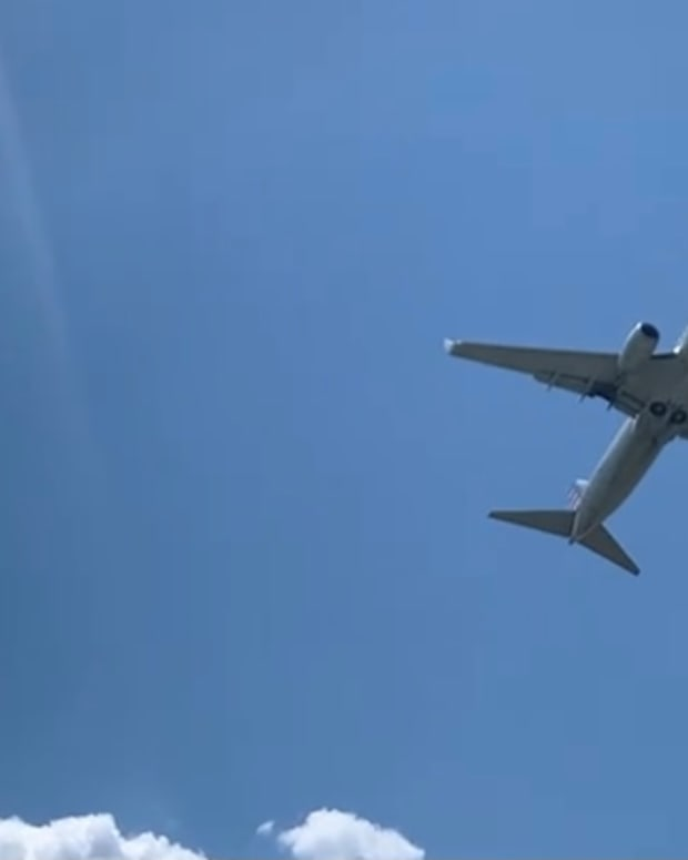 Airplane leaving Ronald Reagan National Airport in Arlington, Virginia. (Photo by Indian Country Today)