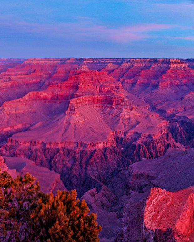 A sunrise seen from Hopi Point on the South Rim in 2018 – when visitors spent $1.8 billion at national parks in Arizona. Spending plummeted last year, along with visitors, but numbers are starting to turn around. (Photo by M Quinn, National Park Service/Creative Commons)