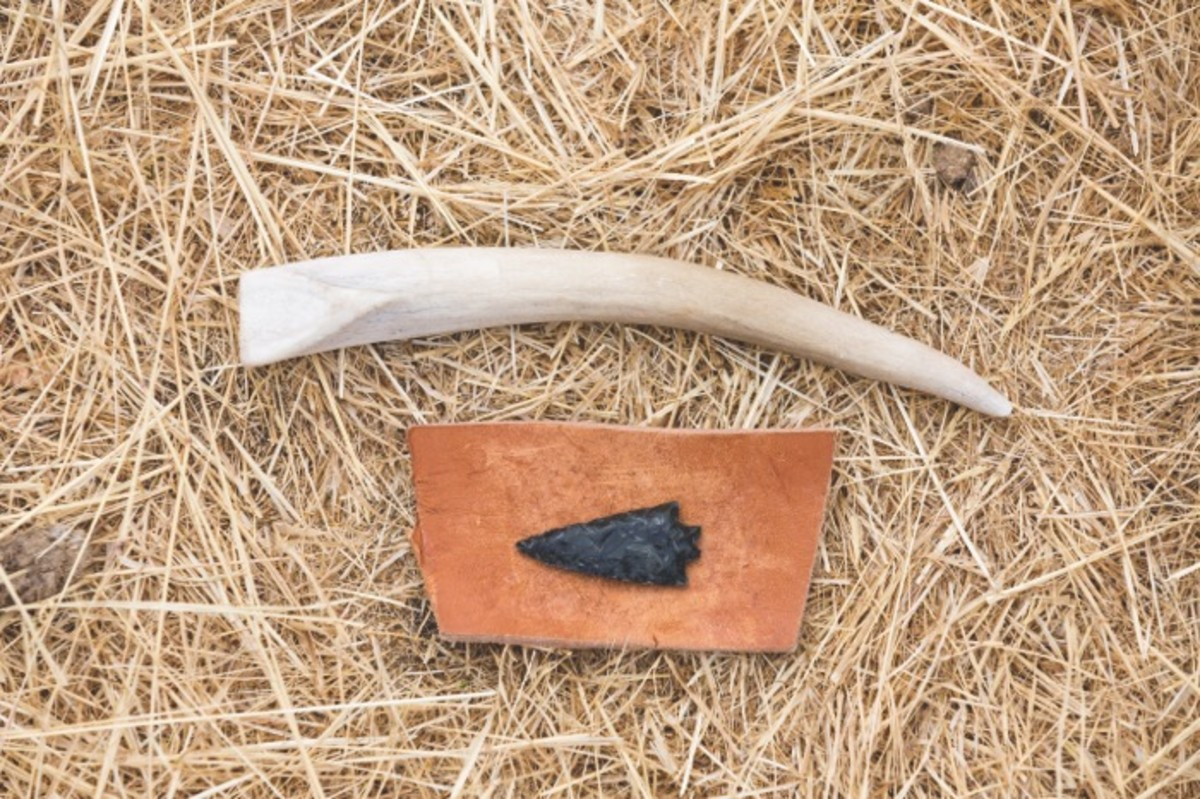 ICMN MAGAZINE_1_April_May_2017_Page_047D_A Point In Time_Flintknapping_Finished Point and tools, lying on the grasses that carpet Tosawihi
