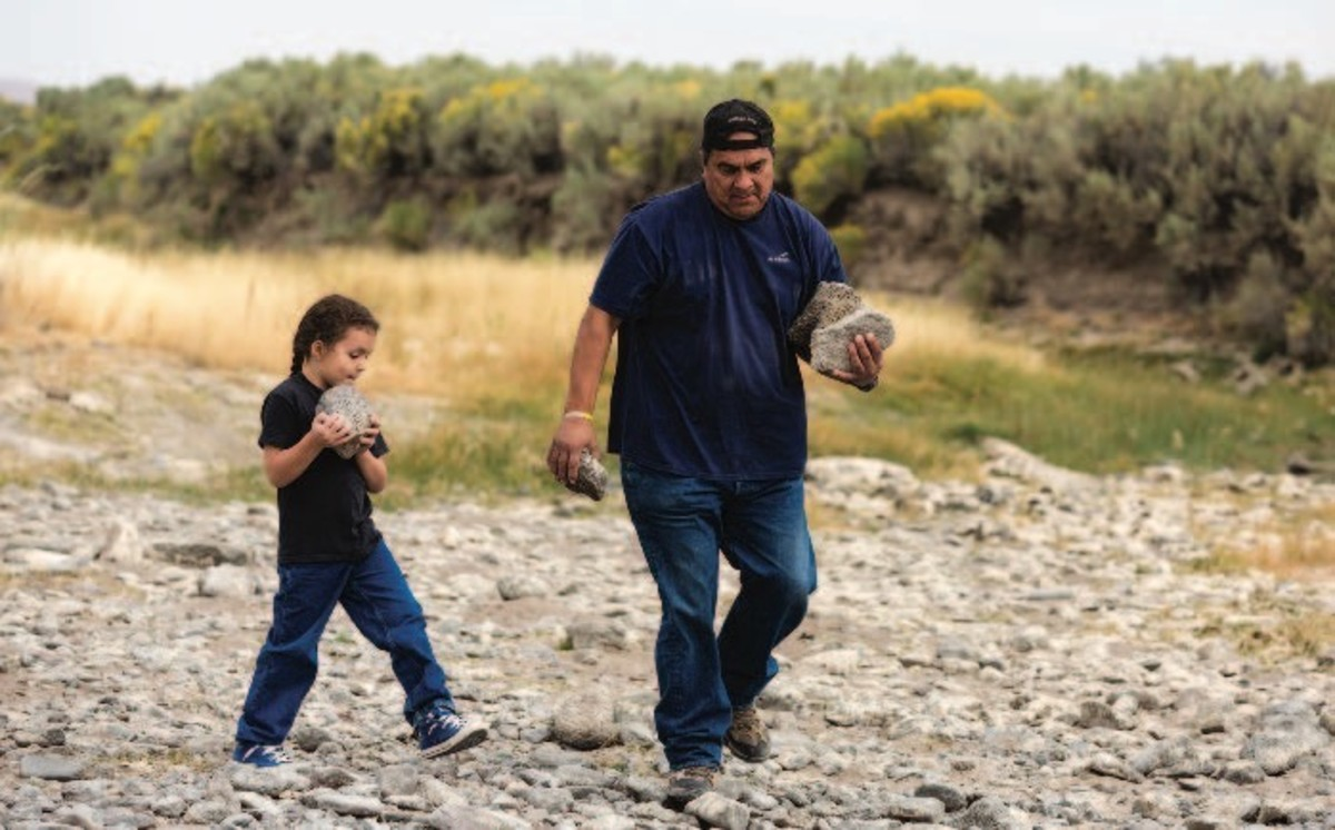 ICMN MAGAZINE_1_April_May_2017_Page_045_A Point In Time_Flintknapping_Holley and his grandson Julius Jr. collect rocks for a sweat-lodge ceremony_flintknapping lesson_image 002