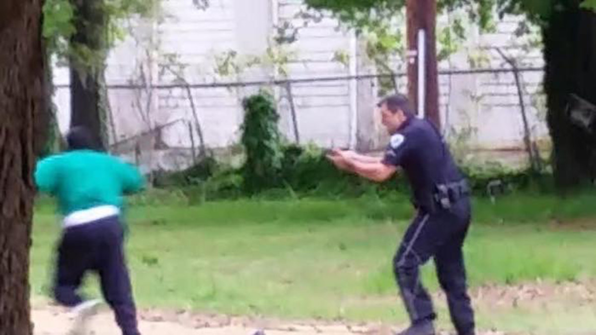 Former police officer Michael T. Slager and Walter L. Scott, in a screen grab