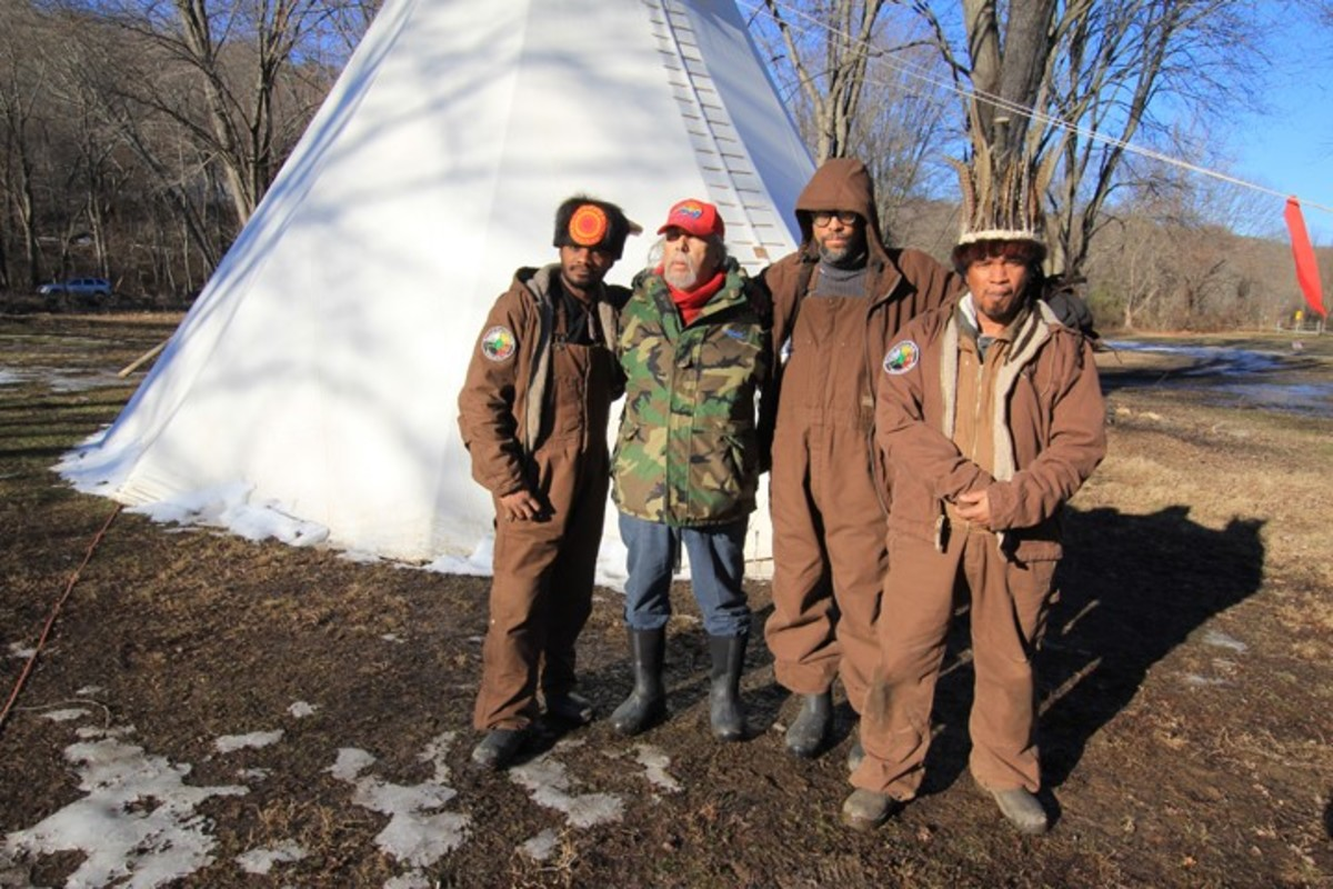 Camp leaders (from left to right) Two Clouds, Chief Perry, Owl and Ludger Little Wolf - Photo Cliff Matias