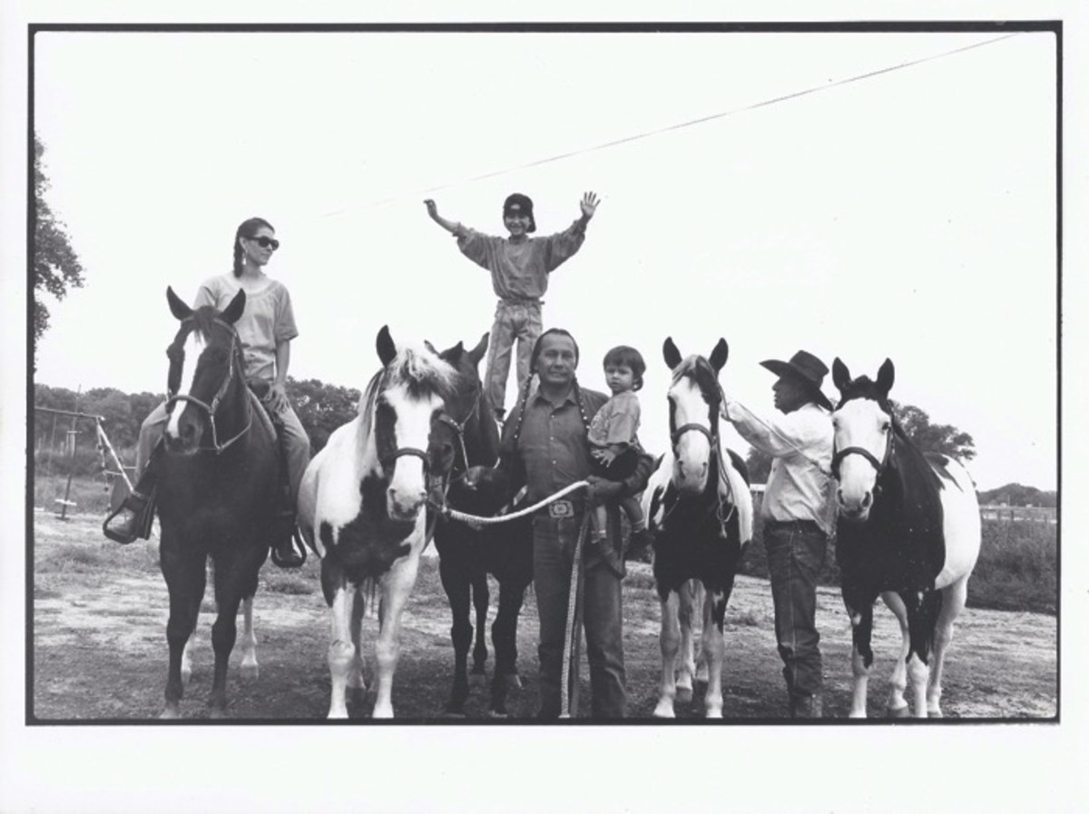 ICMN MAGAZINE_1_April_May_2017_Page_065_Grant Sisters_posing on paint horses with guests Russell Means and family