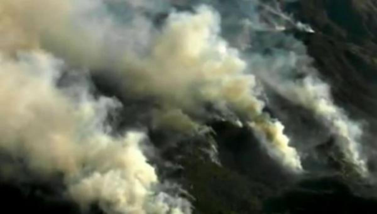 A capture from a video at ChicagoTribune.com shows giant plumes of smoke from one of the five wildfires raging in Arizona.