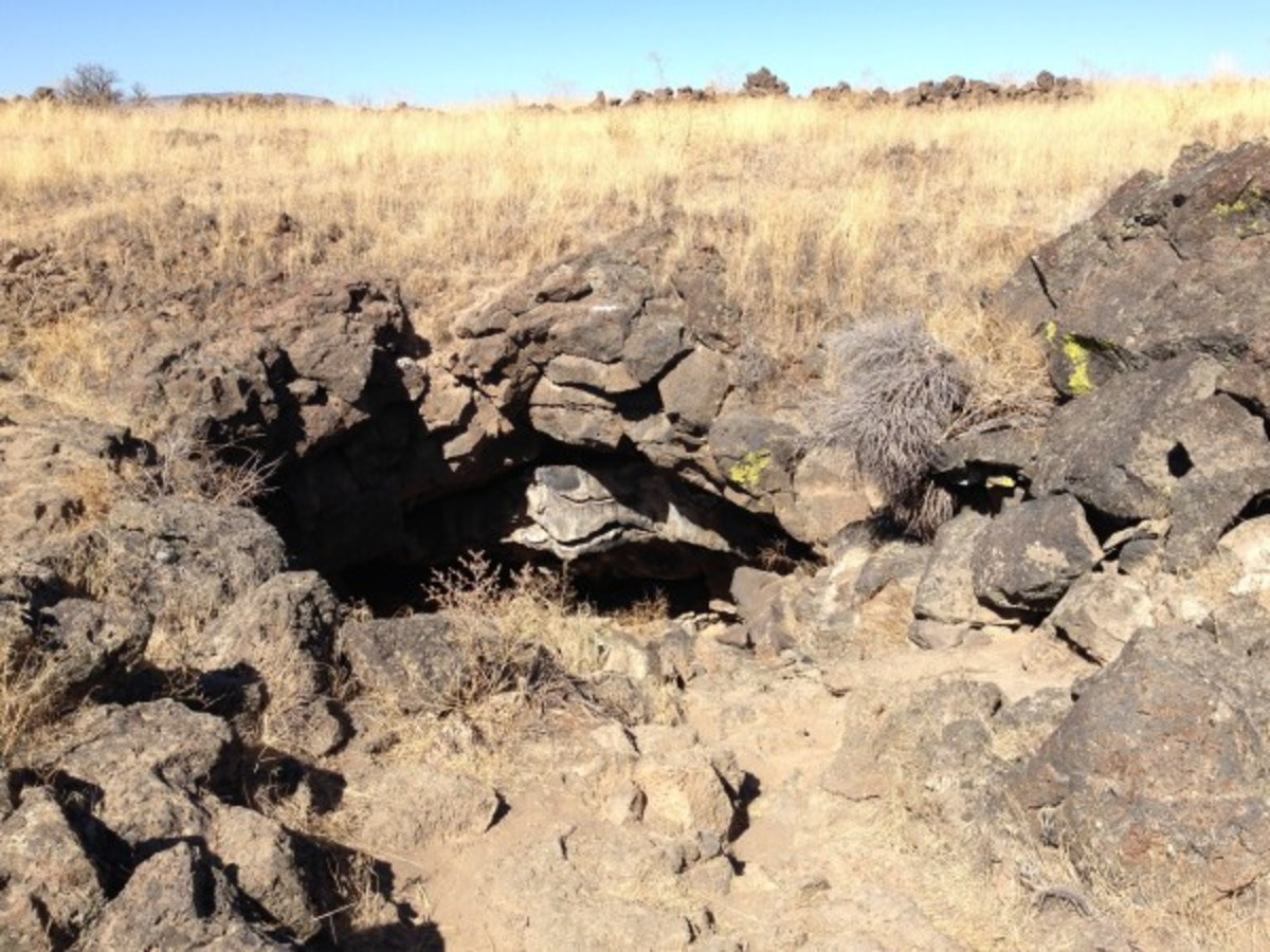 This is Captain Jack's cave at the stronghold in the lava beds.