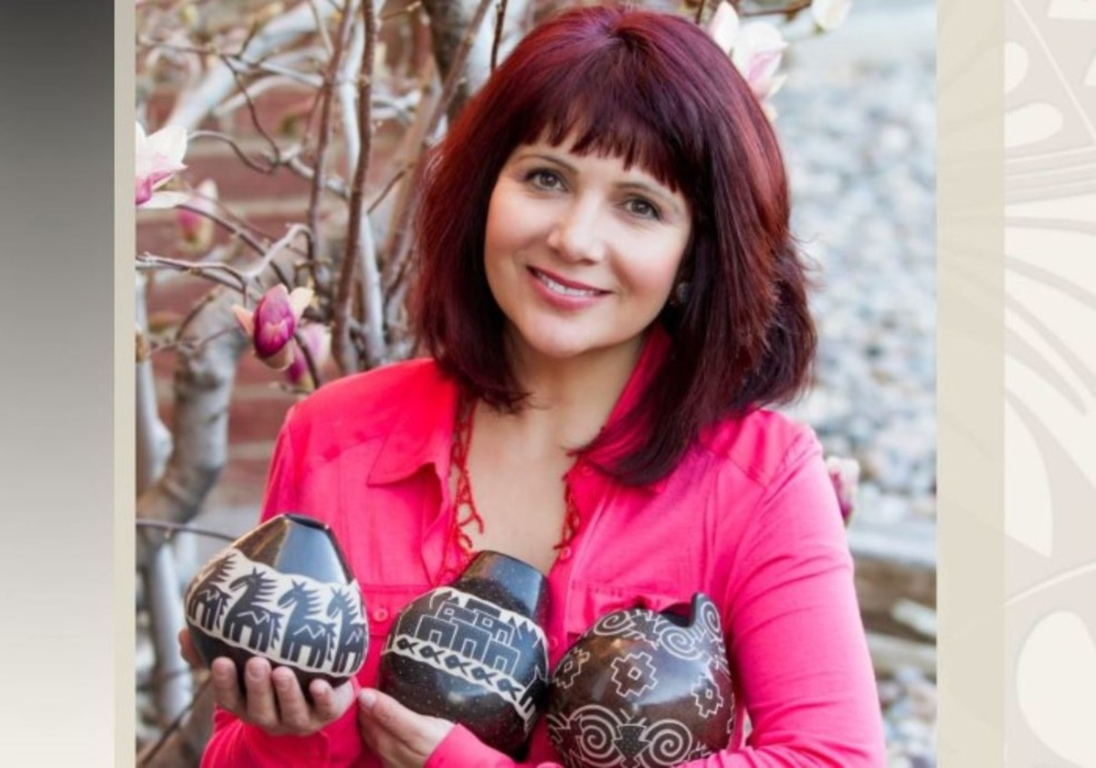 Jody Naranjo, an eighth-generation Pueblo potter, was named the 2017 Living Treasure at the Native Treasures: Indian Arts Festival in Santa Fe that took place over Memorial Day Weekend.