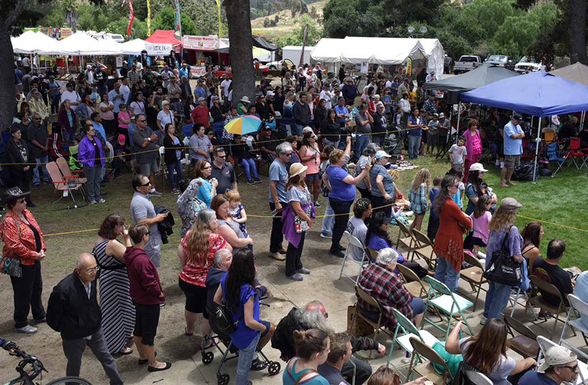 Crowds start to flood along the powwow circle during one of the first inter-tribals of the afternoon. Diego James Robles