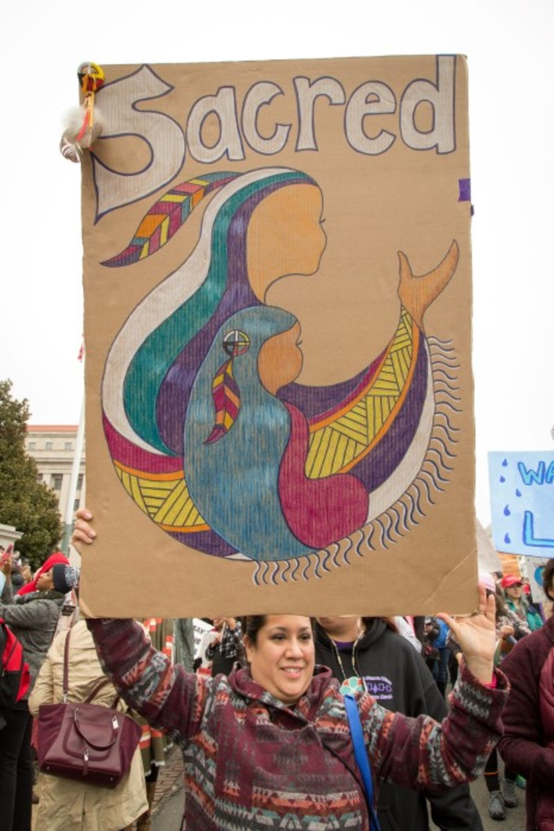 Sarah Patterson holding her sign that the National Museum of American Indian would request to be donated to the museum. Photo-Alex Hamer