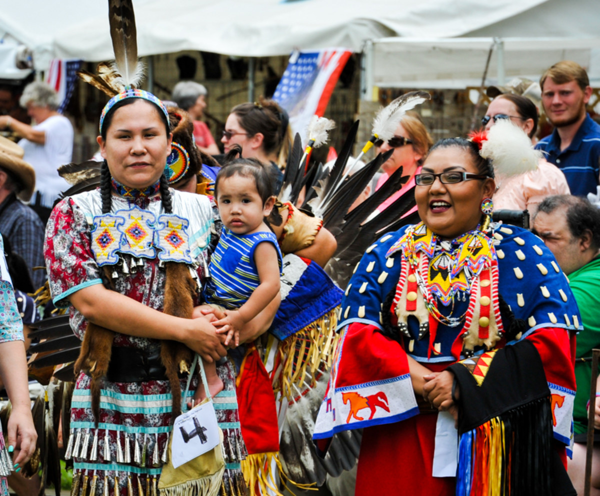 Mothers Taryn Walking Eagle-Mesteth and Amanda Tortalita participating in the 28th Mother's day Pow Wow in Canton, GA (1)
