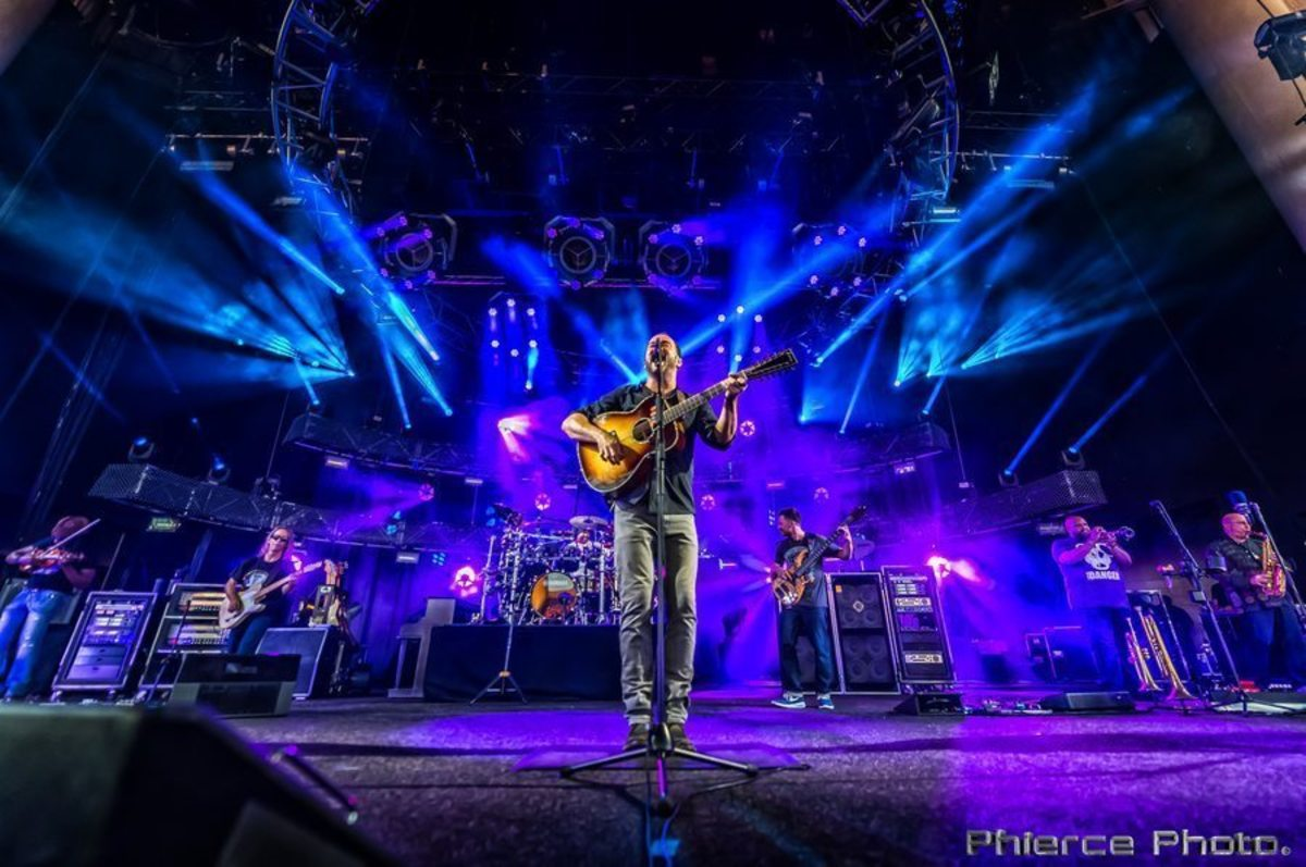 """The DAR Constitution Hall in Washington, D.C., will be rocking in support of the Standing Rock Lakota Sioux people on Sunday, Nov. 27, when alternative rock icon Dave Matthews joins guitarist Tim Reynolds for a special """"Stand with Standing Rock"""" concert."""