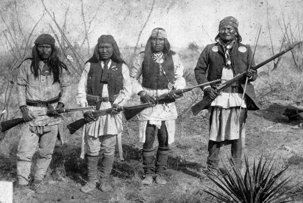 Apache warrior Geronimo (right) and his warriors, from left to right: Yanozha (Geronimos´s brother-in-law), Chappo (Geronimo´s son of 2nd wife) and Fun (Yanozha's half brother). March 25th-26th 1886 before surrender to General Crook. Photo by C.S. Fly. Fly's photographs are the only known images of Indian combatants still in the field who had not yet surrendered to the United States.
