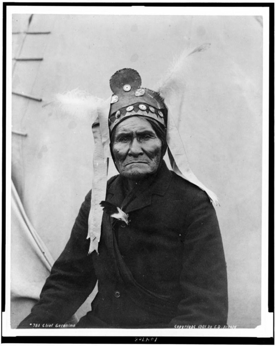 Geronimo, half-length portrait, facing slightly left, at Pan-American Exposition, Buffalo, N.Y., 1901 by C.D. Arnold.