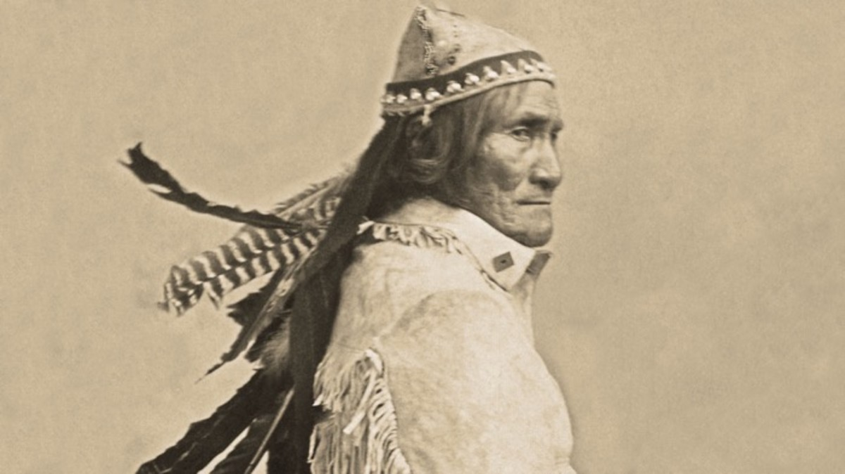 Geronimo, 1904, possibly at St. Louis World's Fair.