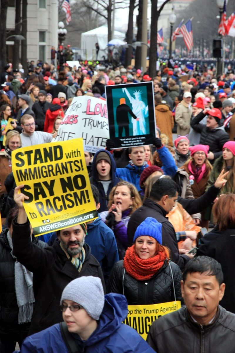 A sea of protest and support on the Inauguration day parade route. Photo-Christian Gomez