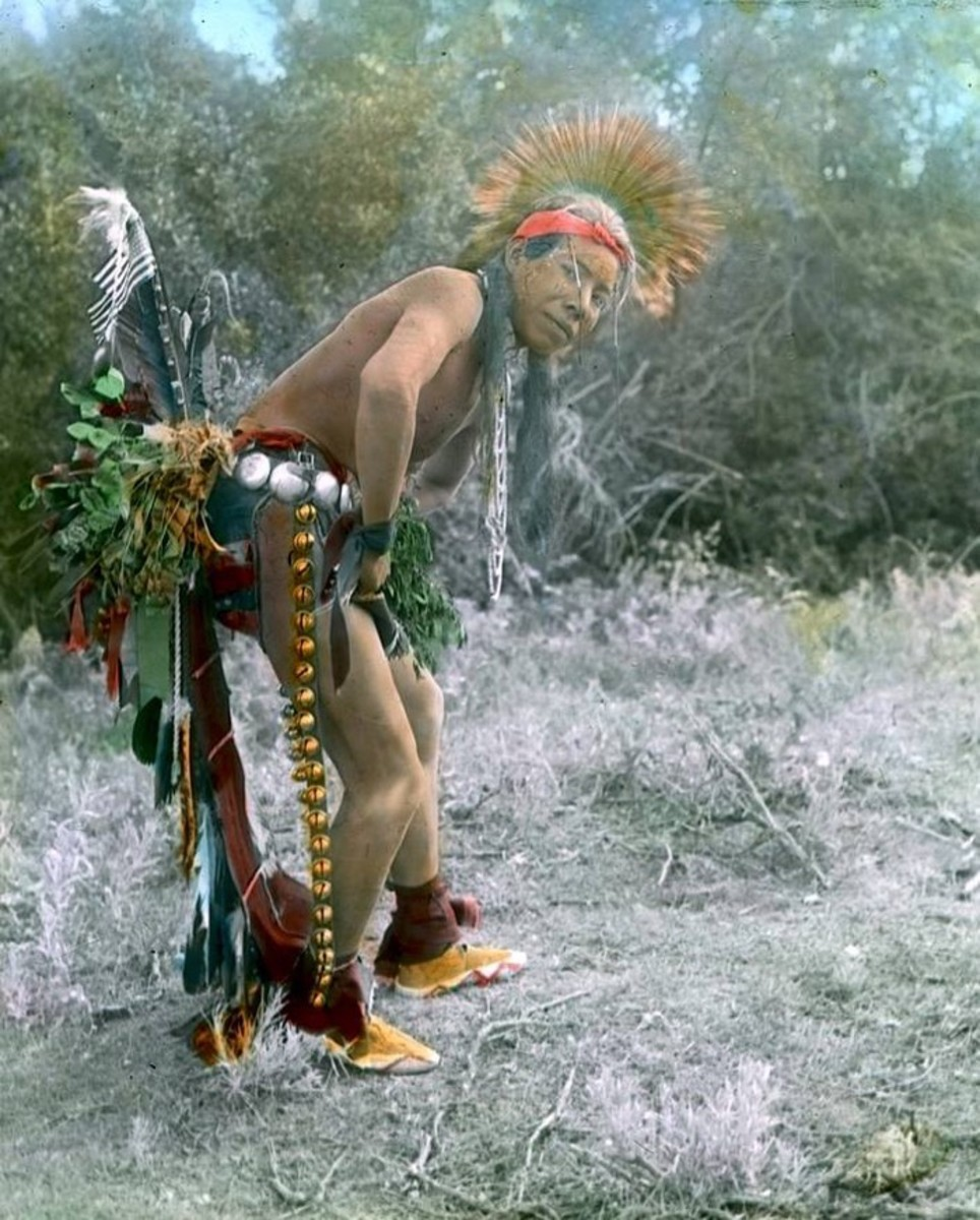 portraits, A Crow dancer. Early 1900s. Photo by Richard Throssel.