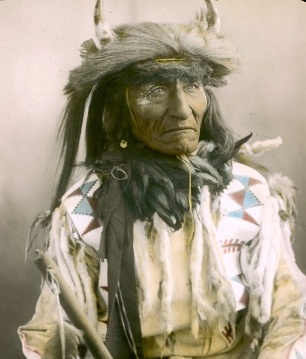 portraits, Short Bull. Crow. Early 1900s. Photo by Richard Throssel.