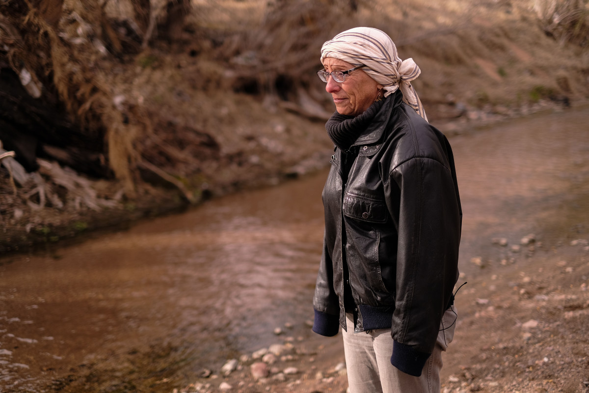 Sherry Sass, president of the Friends of the Santa Cruz River, regularly organizes cleanups to remove trash and pollution from the vital waterway. (Photo by Chloe Jones/ Cronkite News)
