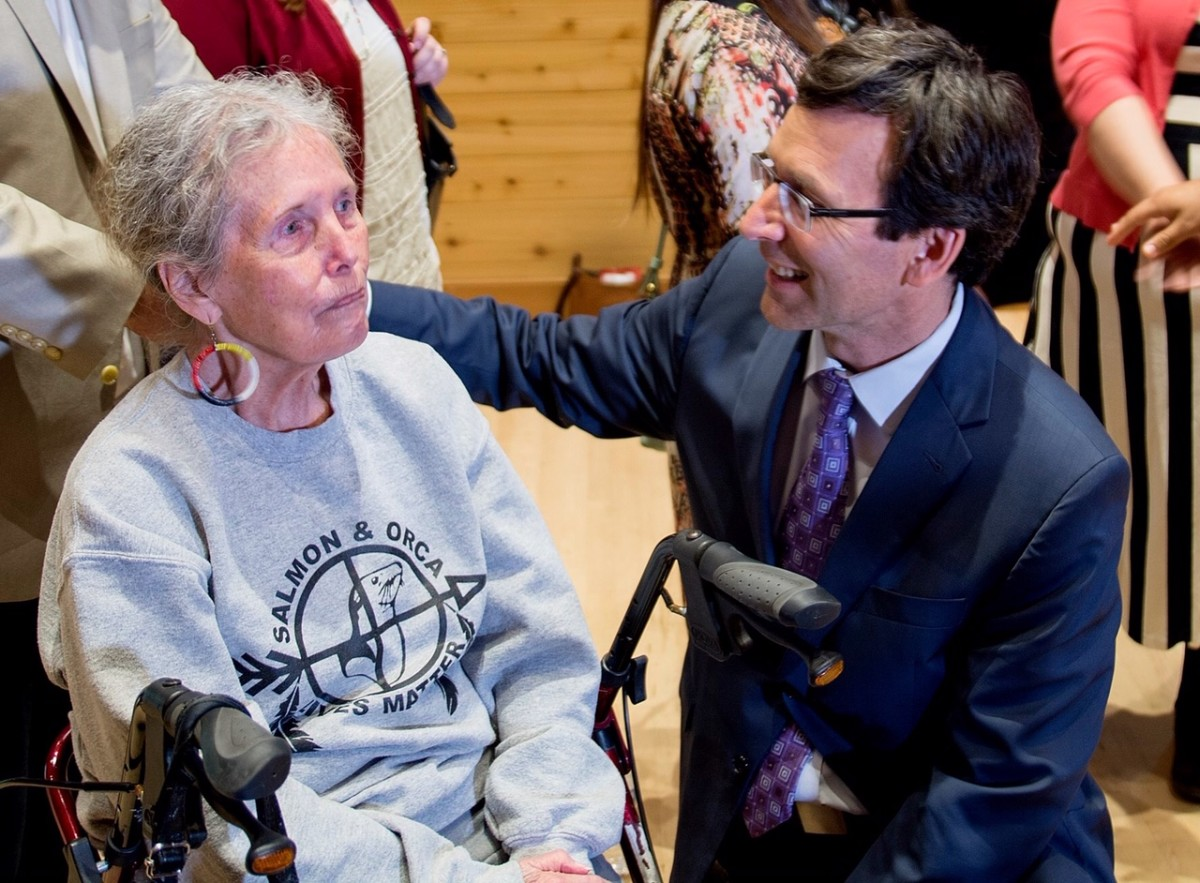 Washington State Attorney General Bob Ferguson speaks with Puyallup Tribal elder Ramona Bennett at the May 10 announcement of his office's new FPIC policy.