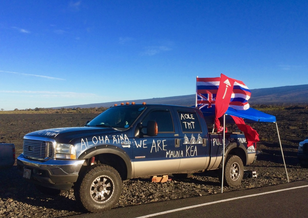 One of hundreds of vehicles lining the Saddle Road, Hwy 200 .(Photo by Anne Keala Kelly)