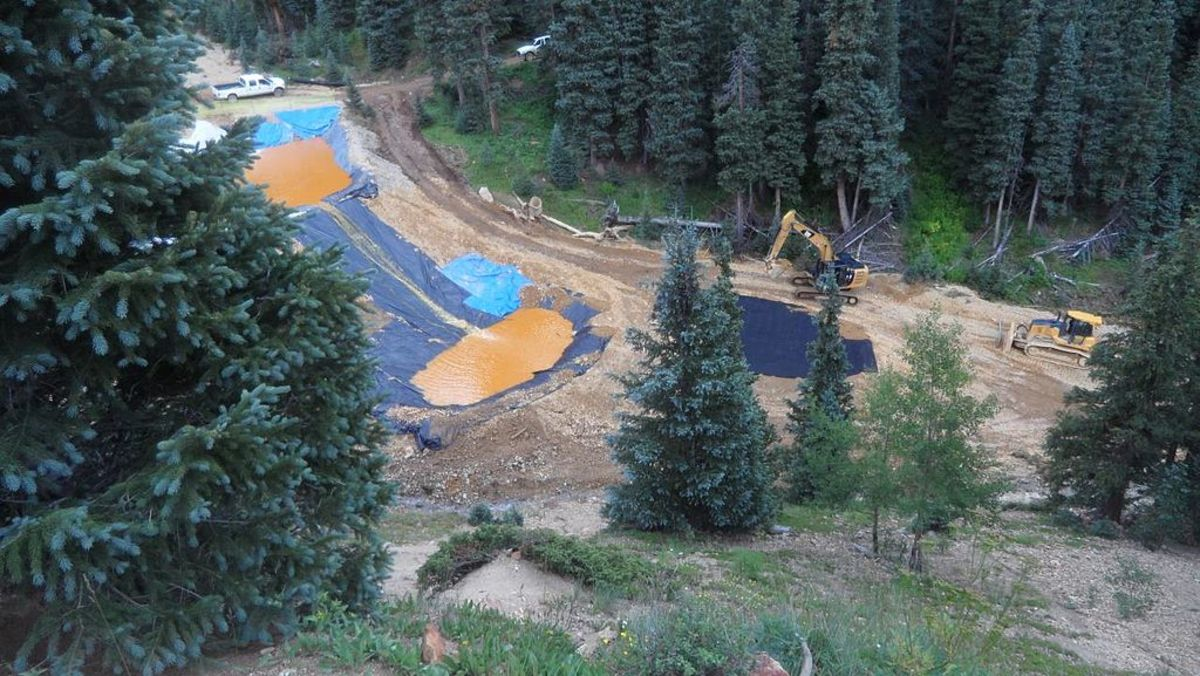Pictured: Water from the 2015 Gold King mine spill flows through retention ponds built to contain and filter out heavy metals and chemicals. (Photo: Environmental Protection Agency, Public Domain)