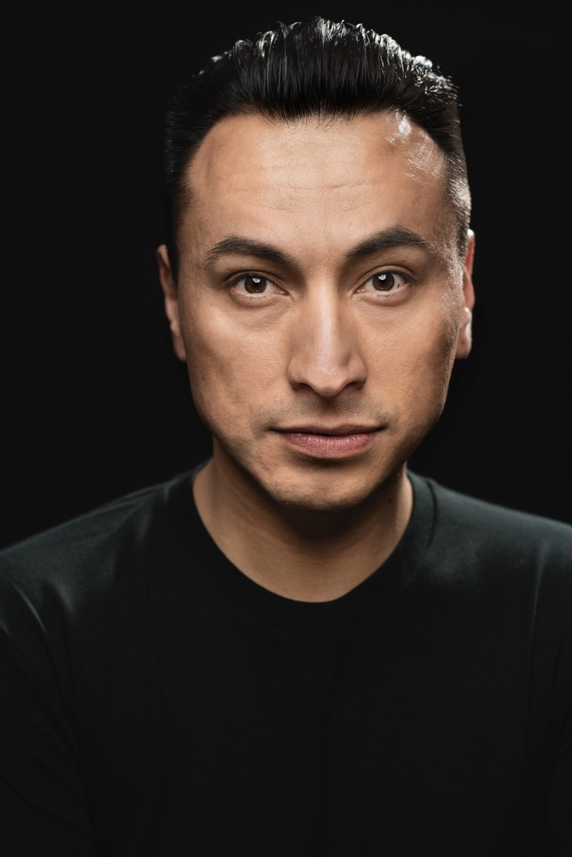 Award-winning Lakota multidisciplinary artist Sheldon Raymore, Cheyenne River Sioux, is one of the many exciting performers performing at the Urban NDNS event.