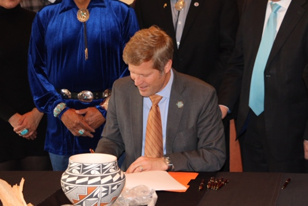 Albuquerque Mayor Tim Keller joined Tribal leaders and Councilor Ken Sanchez today to sign an ordinance recognizing tribal sovereignty and self-determination for tribal governments and requires the City to establish a government-to-government relationship between the City and the surrounding pueblos and tribes