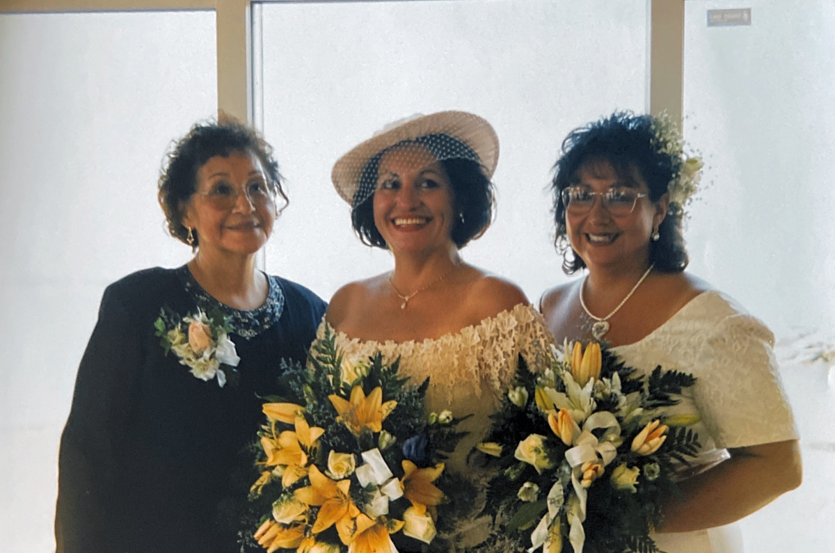 In this 1998 photo provided by Marc Papaj, Norma Kennedy, left, stands for a photo with her daughters Diane Kennedy, right, and Cindy Mohr in southern Maryland during Diane's wedding to Frank Murth. (Courtesy of Marc Papaj via AP)