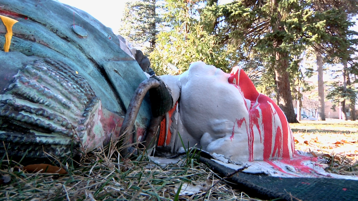 A statue of George Washington in a Minneapolis park has paint splashed on its face after activists struck on Thanksgiving 2020. The city's Park and Recreation Board president is calling for a truth and reconciliation commission to examine all of the public art in the city's parks. (Photo by Stewart Huntington)