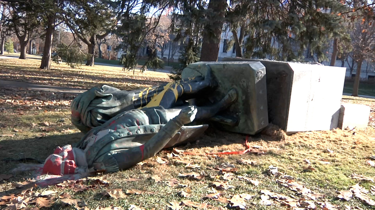 A life-sized bronze statue of George Washington lies on the ground after it was toppled off his perch in Minneapolis' Washburn Fair Oaks Park on Thanksgiving 2020. (Photo by Stewart Huntington)