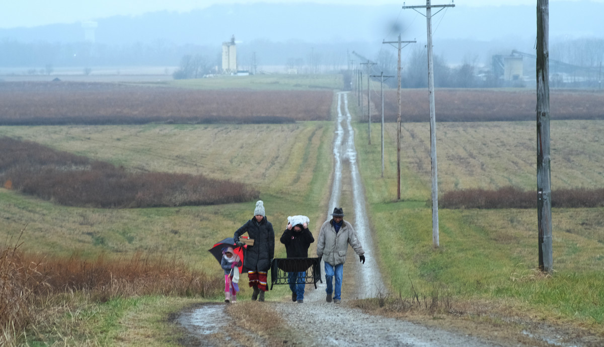 left to right Maelyn Corbin, 6, Shelly Corbin, Lance Soto and Guy Jones make their way to the Hopeton Earthworks. (Photo by Mary Annette Pember)