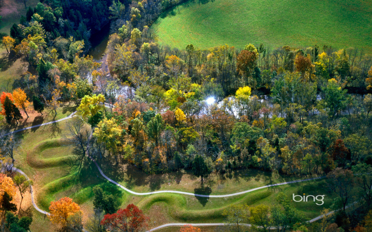 The great Serpent Mound in Ohio. (Image courtesy of Creative Commons)