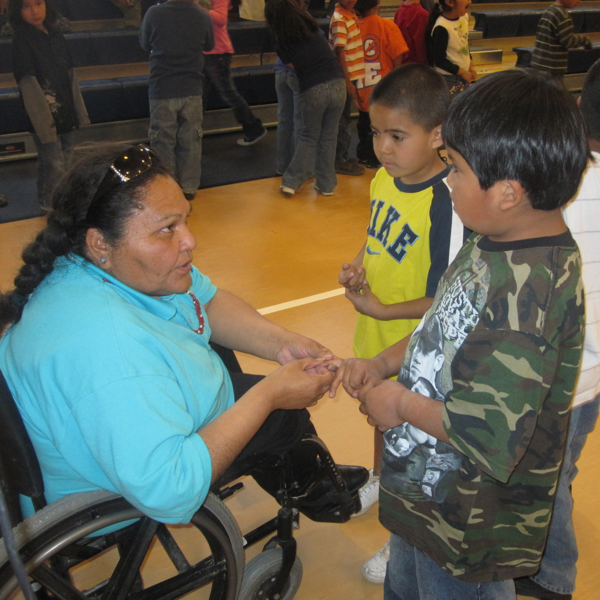 Cecelia Fred talks with children about the importance of seatbelts during a 2010 ThinkFirst Navajo assembly (Eve's Fund).