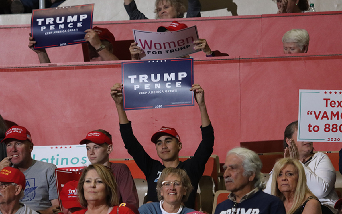 The capacity crowd estimated at 15,000 people greeted President Donald Trump with enthusiasm. (Photo by Reno Del Toro/Cronkite News)