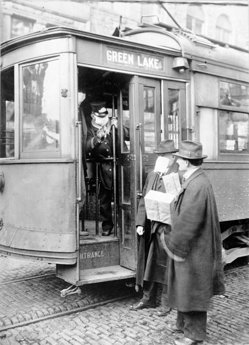 Seattle conductor requiring a mask before bordering the trolly. (National Archives)