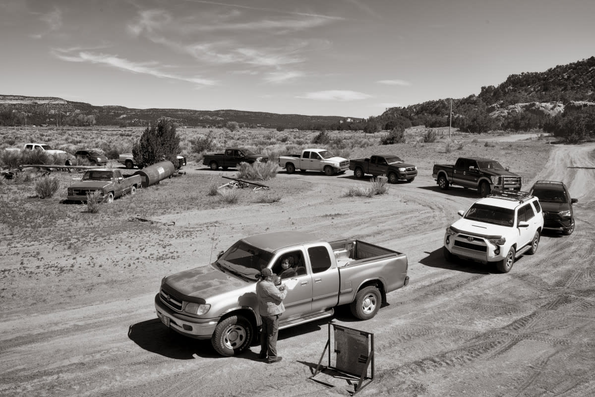 Pickup trucks lined up to get food boxes delivered by the nonprofit Southwest Indian Foundation, on the Navajo Nation at Oak Springs, Arizona. (Photo by Don J. Usner, Searchlight New Mexico)