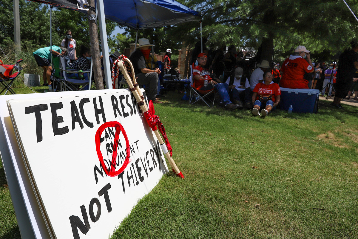 Sign made by the Seminole Treaty People (Photo by Ginny Underwood)