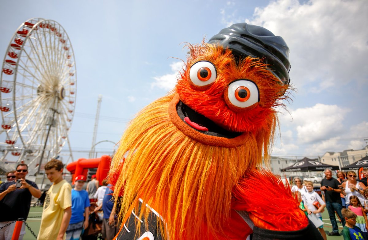 """""""Gritty"""" at an event in 2019. (Photo from Philadelphia Flyers, Facebook)"""