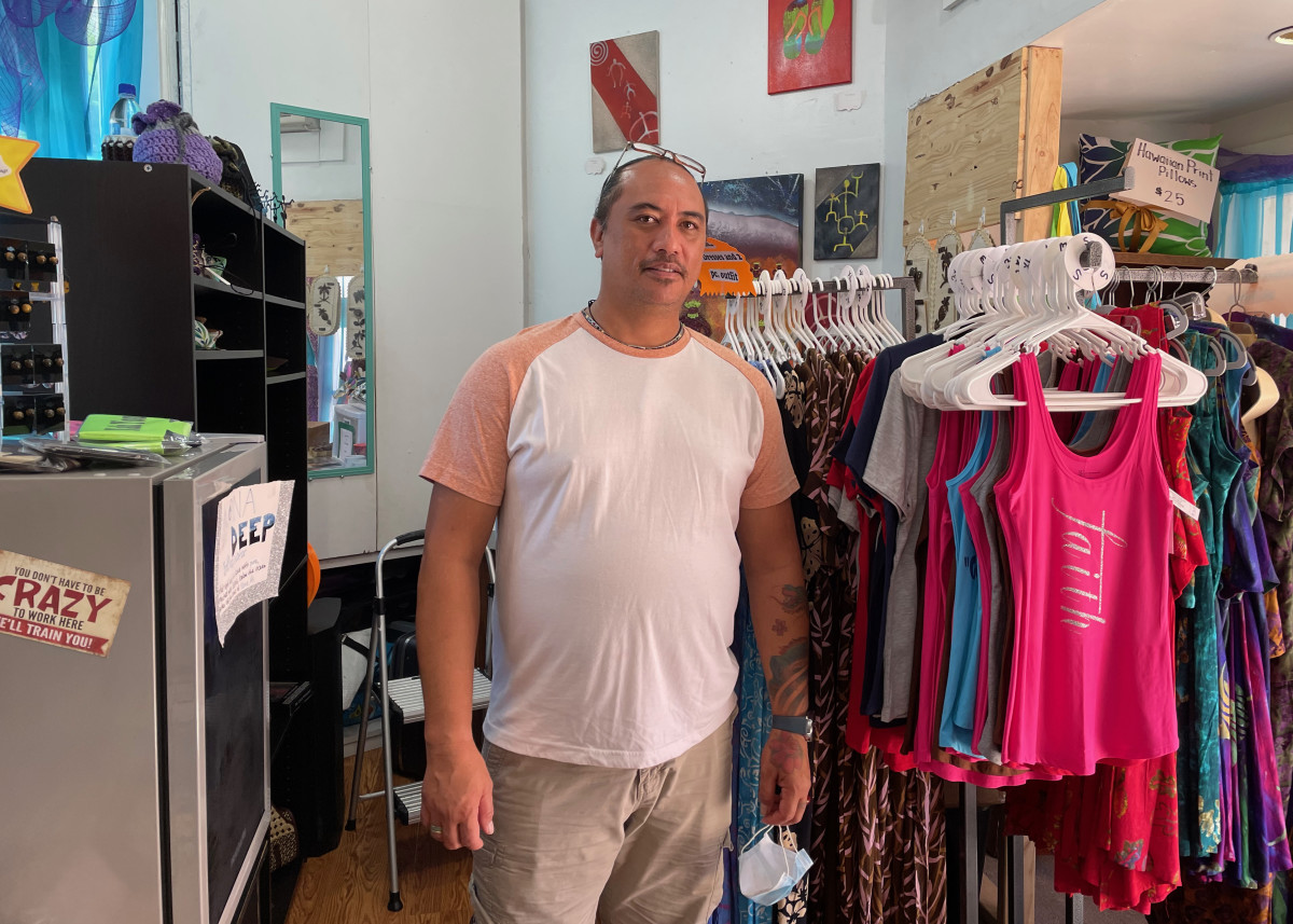 Thomas Pua, Native Hawai'ian, owner of Pua's Passion, a Hawaiian-themed gift shop with jewelry, clothing, pillows, woven bags, and more located in the Kona Shopping Village Inn, on Ali'i Drive in Kailua-Kona, on the Big Island (Hawai'i). Sept. 21, 2021 (Photo by Joaqlin Estus, National Correspondent, Indian Country Today).