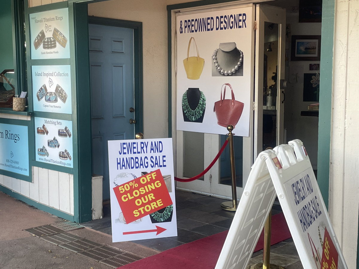 Half off jewelry and handbag, going out of business sale sign for Eaden Enterprises, at the Kona Inn Shopping Village on Ali'i Drive in Kailua-Kona on Hawai'i Island (also known as the Big Island). Sept. 21, 2021. (Photo by Laurence A. Goldin)