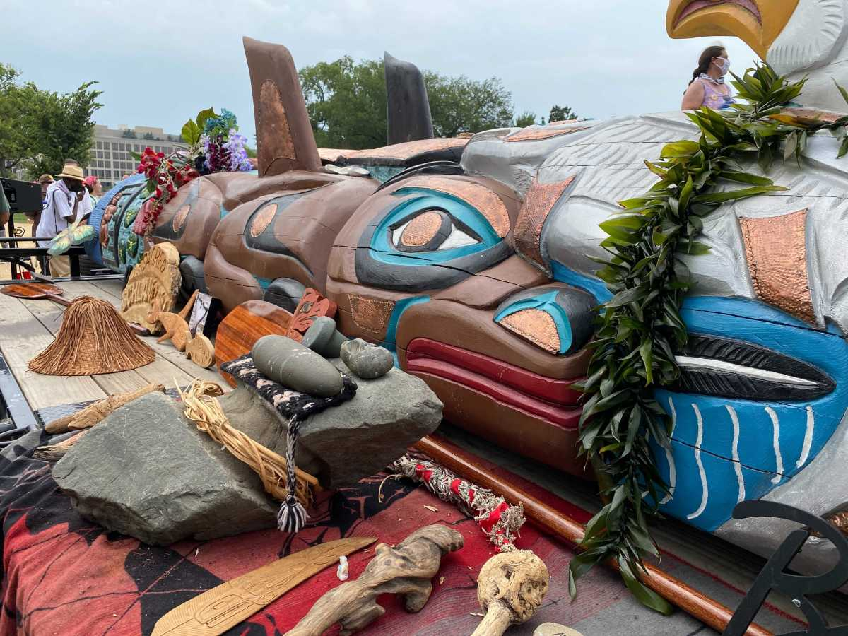 The 25-foot totem pole carved by the House of Tears Carvers from the Lummi Nation on display in front of the Capitol on July 29, 2021. (Photo by Jourdan Bennett-Begaye, ICT)